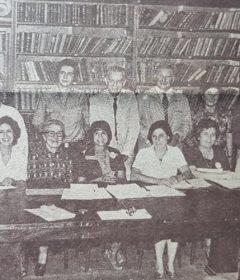 Personal directivo, cuerpo de profesores y secretarios administrativos, de la Escuela Normal «Domingo Faustino Sarmiento», de nuestra ciudad, en una fotografía, del mes de abril de 1980.