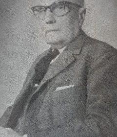 El caracterizado y prestigioso vecino chivilcoyano, Don Juan Benjamín Lauhirat, quien a partir del año 1927, fue uno de los principales socios y propietarios, de la antigua «Casa Torroba», transformada, tiempo después, a partir de 1950, en la firma «Comercios Lauhirat S.R.L». Hombre de múltiples inquietudes e iniciativas, un profundo espíritu progresista y, una gran voluntad realizadora, fue uno de los fundadores, y el primer presidente del Hogar de Ancianos, que lleva su imborrable e ilustre nombre. Nacido en 1889, falleció el 23 de octubre de 1969, dejándonos un aleccionador y hermoso ejemplo de trabajo, vocación de servicio y, límpida honestidad personal.