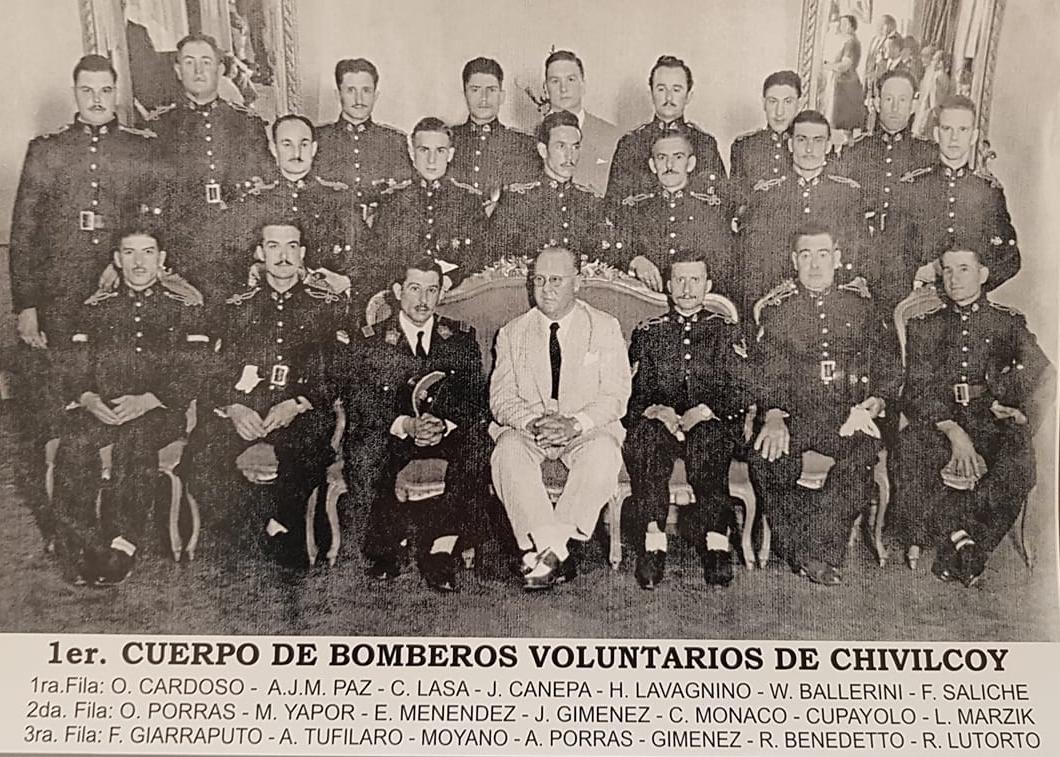 Una fotografía desconocida, del cuerpo de Bomberos Voluntarios, de Chivilcoy, en la década de 1950…