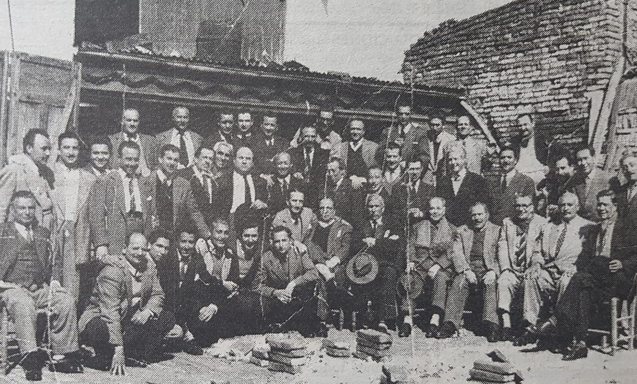El Día del Peluquero. Nombres de épocas pasadas. Un Centro Unión de Peluqueros, fundado en 1906 y una celebración de 1951.