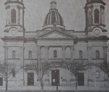 Fachada del templo Mayor, de la Virgen Nuestra Señora del Rosario, inaugurado el 24 de mayo de 1895. La fotografía, que ofrecemos a todos ustedes, data de 1945, año en que se registró el memorable incendio, del sábado 8 de diciembre, durante el transcurso de una misa, de primera comunión.