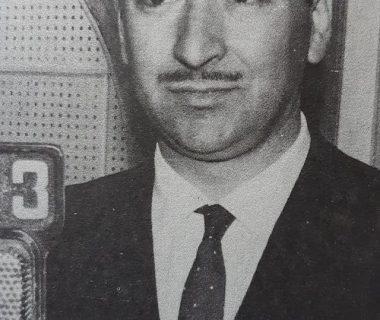 El notable interprete musical y compositor chivilcoyano, Alberto Lago, nacido el 25 de noviembre de 1919. Falleció el 8 de septiembre de 1999, después de una extensa y brillante trayectoria artística, en el país y el exterior.