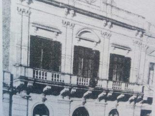 El viejo edificio de la Sociedad Francesa, un verdadero monumento arquitectónico, en la historia de Chivilcoy.