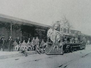 Jefes y personal del área de depósito de locomotoras, en el año 1918.