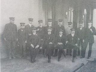 Jefes y auxiliares de Estación Ferroviaria local.