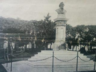 Busto del General Bartolomé Mitre, en la Plaza homónima, inaugurado el 22 de octubre de 1907.