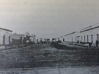 La avenida Sarmiento, hacia el año 1889, durante el gobierno municipal de Don Carlos Ceballos. Se le impuso ese nombre, en noviembre de 1895.