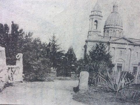El antiguo y atrayente puentecito, de la plaza 25 de Mayo. Desapareció en la década de 1930.
