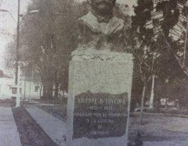 Busto del dirigente político, cuadillo y hombre público lugareño, Don Vicente Domingo Loveira (1853-1933), perteneciente al notable y destacado escultor argentino, Juan Zuretti (1880-1959). Se inauguró, el 22 de octubre de 1941.