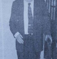 El erudito y eminente, investigador, crítico, escritor, poeta y periodista, Don José Gobello (1919-2013), gran fundador, señero artífice, singular propulsor, y ex secretario y presidente, de la Academia Porteña del Lunfardo, fundada el 21 de diciembre de 1962, cuya sede institucional, se encuentra ubicada, en la calle Estados Unidos Nº 1379, de la Ciudad Autónoma de Buenos Aires.