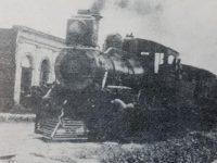El tren, cruzando la calle Gral. Paz, a fines del siglo XIX; una curiosa y singular postal histórica, en los anales de nuestra ciudad.