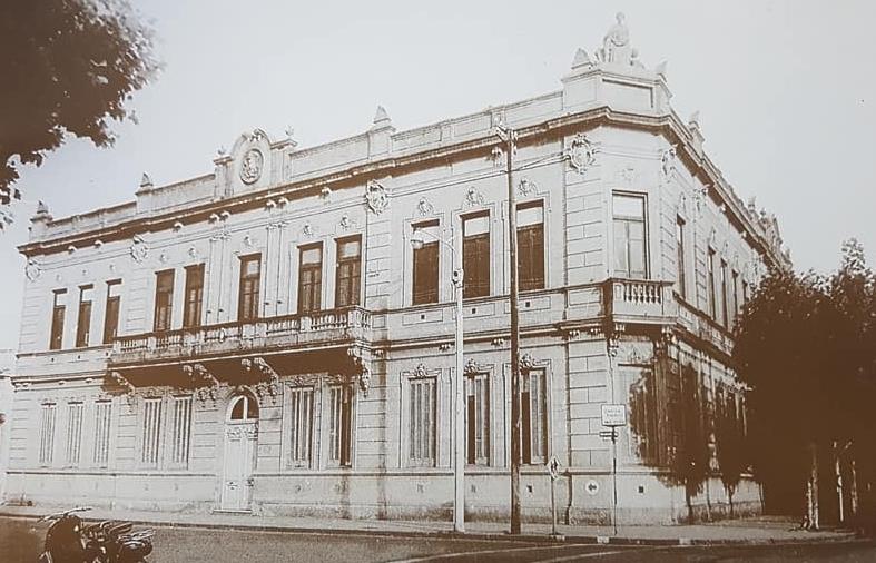 """La Escuela primaria Nro. 1 """"Domingo Faustino Sarmiento"""", gran baluarte, símbolo y monumento, de la historia educativa chivilcoyana."""